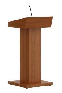 Klassiek spreekgestoelte in hout/HPL. Het spreekgestoelte is voorzien van een ruime desk en optioneel uitneembaar leesplateau en bovenal een statige uitstraling. Extra opbergruimte onder de desk.  Classic lectern in wood/HPL. The lectern is equipped with a spacious desk and optional a portable reading desk and, above all, a majestic appearance. Additional storage space under the desk.  Klassisches Rednerpult in Holz/HPL. Das Rednerpult verfügt über einen großen Schreibtisch und optional abnehmbare Leseplatte, und vor allem eine stattliche Ausstrahlung. Zusätzliche Abstellfläche unter der Manuskriptablage.